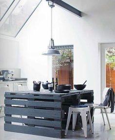 Hay miles de ideas para crear nuestros muebles sin tener que invertir mucho dinero, como estas 20 ideas DIY para reconvertir viejos palets.