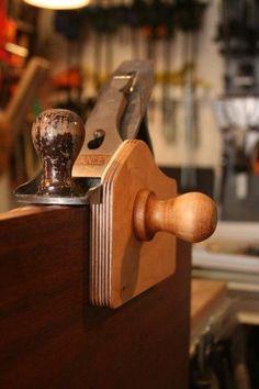 Homemade plane fence #woodworkingtips #WoodworkingHandToolsProjects