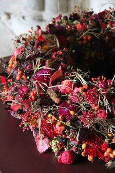 aus Beeren und Herbstlaub...