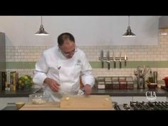 The Culinary Institute of America Food Enthusiasts :: How to Chop Garlic