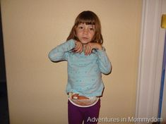 Make a kangaroo pouch out of a paper plate and some yarn Zoo Preschool, Letter A Crafts, Kangaroo Pouch, Plate, Activities, Lettering, Hoodies, Fashion, Moda