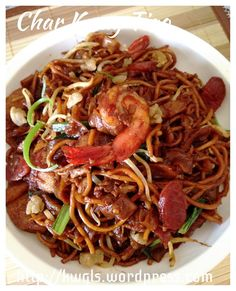 Char Kway Teow ( fried rice noodles )