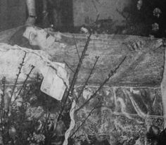 dead silent movie actress Barbara La Marr in her coffin. (1896 – 1926) died age 29 Cause of death Tuberculosis and nephritis