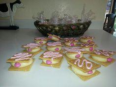 Mammogram cookies  <3 Ahahahaa! ...ow. http://www.apronstringsblog.com/breast-cancer-awareness-month-get-your-mammo-grahams/