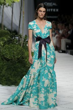 Mercedes Fashion Week Madrid: Jorge Vázquez Primavera Verano 2019 Source by dresses glamour Look Fashion, Fashion Show, Fashion Design, Mercedes Fashion Week, Celebridades Fashion, Dress Skirt, Dress Up, Dress Casual, Dress Outfits