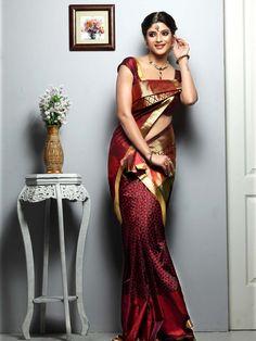 kerala wedding saree Kerala Wedding Saree, Wedding Silk Saree, Bridal Sarees, Saree Draping Styles, Saree Styles, Saree Dress, Sari, Indiana, Nauvari Saree