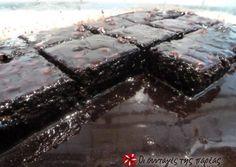 Σοκολατογλυκό της Αργυρώς συνταγή από Wendy - Cookpad Sweets Recipes, Cake Recipes, Cooking Recipes, Greek Cookies, Cake Cookies, Sweet Corner, Chocolate Sweets, Brownie Cake, Pastry Cake