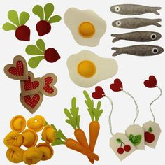 Felt food: especially the eggs and cookies and fish! Felt Diy, Felt Crafts, Diy And Crafts, Sewing For Kids, Diy For Kids, Crafts For Kids, Sewing Crafts, Sewing Projects, Felt Play Food