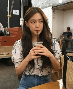 Korean Fashion Trends you can Steal – Designer Fashion Tips Mode Ulzzang, Ulzzang Korean Girl, Cute Korean Girl, Asian Girl, Korean Beauty, Asian Beauty, Girl Crushes, Pretty People, Beautiful People