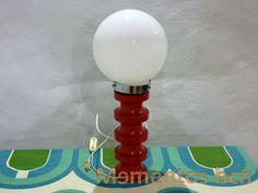 Lámpara de pie de madera rojo vintage