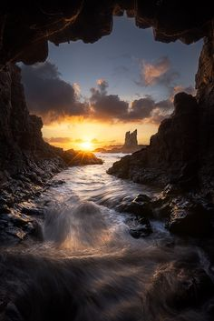 Cathedral Cave Kiama, New South Wales Australia, by Chris Wiewiora on Nature Pictures, Cool Pictures, Beautiful Pictures, Amazing Photography, Landscape Photography, Nature Photography, Beautiful World, Beautiful Places, Amazing Places