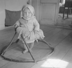 """Post with 55 views. """"A kid learning how to walk, by kremkabaevoy in OldSchoolCool Antique Photos, Vintage Photos, Old Pictures, Old Photos, Kids Laughing, Beautiful Children, Historical Photos, Kids Learning, Just In Case"""