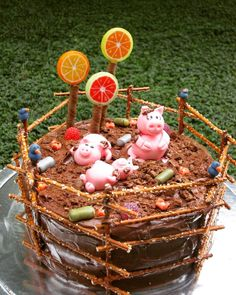 """197 """"Μου αρέσει!"""", 4 σχόλια - Marilita (@gourmelita) στο Instagram: """"Back in the day, when I had my cake creation spurs! #gourmelita #gourmet #cake #pig #bath #fondant…"""""""