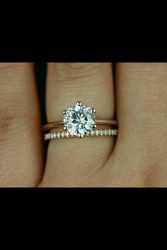 Round cut solitare engagement ring with thin eternity wedding band