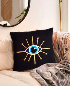Diy Projects And Organization, Felt Flower Pillow, Evil Eye Art, Diy Pillow Covers, Diy Furniture, Pop Art, Creations, Diy Crafts, Throw Pillows