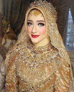 Muslimah Wedding Dress, Disney Wedding Dresses, Hijab Bride, Muslim Brides, Pakistani Bridal Dresses, Pakistani Wedding Dresses, Muslim Couples, Bridal Makeup Looks, Bridal Looks