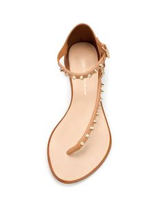 Super cute sandal.