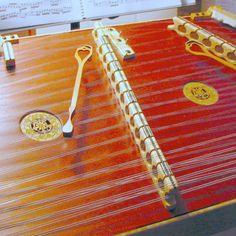 Hammer Dulcimettes (instrument français à petits marteaux de bois du Moyen âge) — Uilisé dans la musique Folk ou Traditionnelle.