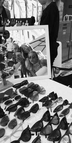 #sunglasses #trendy #blonde #mirrior #selfies #bestfriends #markets #shops #fun #happy Bff Goals, Best Friend Goals, Best Friends, Black And White Aesthetic, Black N White, Mode Poster, Foto Instagram, Gal Pal, Foto Pose