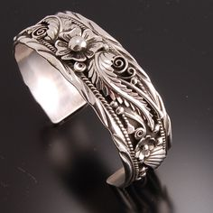 Beautiful Floral Navajo Bracelet- Erick Begay This is gorgeous. I never wear rings but if I did, this is what i'd wear :) Navajo Jewelry, I Love Jewelry, Body Jewelry, Sterling Silver Jewelry, Silver Earrings, Fine Jewelry, Jewelry Design, Silver Ring, Jewlery