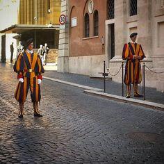 """Swiss guards by the #Vatican #Roma #lazio"""