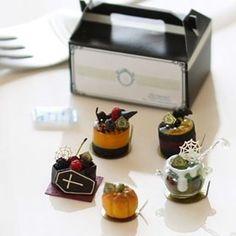 shibazukeparipariのミニチュア。 1/6 scale Halloween ハロウィンケーキ ヤフオクへ出品中です。(9/15 夜終了です) http://sellinglist.auctions.yahoo.co.jp/user/shibazukeparipari 詳細はブログへどうぞ http://shibazukeparipari.com/halloween-160912 #ミニチュア #食品サンプル #フェイクフード #ミニチュアフード #ハロウィン #ケーキ #粘土 #樹脂粘土 #ドール #ハンドメイド #miniature #fake #food #resin #clay #art #doll #handmade #sweet #cake #halloween