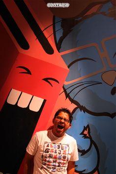 un tostador gigante, un gato y carlos paramo... en el Estudio contagio