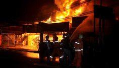 Gedung DPRD Terbakar Di Bengkulu Aktivitas Kantor Berhenti Total : Kebakaran hebat yang melanda gedung DPRD Provinsi Bengkulu tadi malam mengakibatkan aktifitas perkantoran di gedung yang berlokasi di Jalan Pembangunan Padang Harapan, Kota Bengkulu, itu lumpuh total.HP : 081-2222 91986 Email : pujianto@tabungpemadamapi.comhttps://goo.gl/DBQYkd