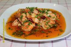 For some time shrimps won us with their sweet taste and the fact that it prepare in minutes. A quick spicy sauce cover the shrimps and complete this meal. Romanian Food, Romanian Recipes, Spicy Sauce, Thai Red Curry, Shrimp, Food And Drink, Meals, Dishes, Chicken