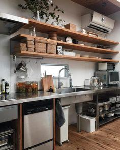 ゴミ箱収納スペース実例集☆生活感の出るゴミ箱をインテリアに馴染ませる方法! Apartment Kitchen, Kitchen Interior, New Kitchen, Cafe Interior, Beautiful Kitchens, Cool Kitchens, Unfitted Kitchen, Communal Kitchen, Industrial Kitchen Design