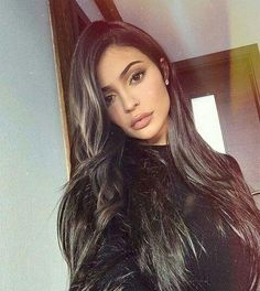 The makeup products that Kylie Jenner uses – My hair and beauty Kylie Jenner Outfits, Mode Kylie Jenner, Looks Kylie Jenner, Kylie Jenner Long Hair, Kylie Jenner Hairstyles, Kylie Jenner Fashion, Kendall Jenner Selfie, Kylie Jenner Lips, Kyle Jenner
