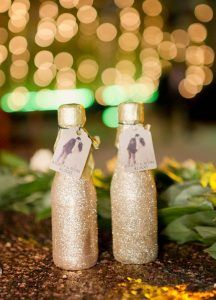 Mini champagne bottles make great wedding favors - especially with a gorgeous glitter coat! +18 More Dazzling Glitter Wedding Ideas