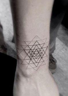 tatuaje de la geometría sagrada 10