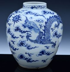GREAT 19THC CHINESE QING DYNASTY BLUE WHITE PORCELAIN DRAGON VASE