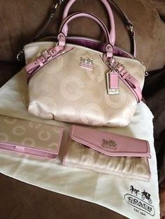 2016 new style Coach handbags store, Simple a elegant, The most popular bags, Lowest Price! Coach Handbags Outlet, Coach Outlet, Purses And Handbags, Discount Coach Bags, Travel Handbags, Fashion Handbags, Cheap Coach, Handbag Stores, Popular Bags