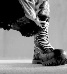 Skinhead Boots, Skinhead Fashion, Skin Head, Combat Boots, Men Boots, Cute Love Memes, Engineer Boots, Steel Toe Boots, Style Retro
