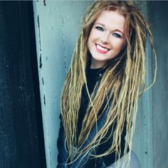 this is actually how i would like my dreads , ideal thin and blonde =] xx