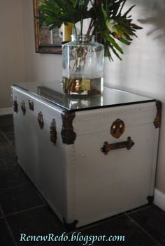 Idea for Grandma's steamer trunk: Painted Steamer Trunk With Glass Top Trunk Redo, Trunk Makeover, Painted Trunk, Painted Furniture, Diy Furniture, Old Trunks, Vintage Trunks, Antique Trunks, Steamer Trunk