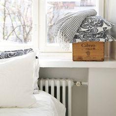 //White interior, white home, bedroom, bedroom inspiration, skandinavian, old wine boxes, linen sheets, white living// #goodnightkiss #weekend #etuovisisustus #oikotiesisustus #inspiroivakoti #sisustusinspiraatio #sisustus #Interior #interior123 #bedroominspiration #bedroom #interior4all #anno #kodin1 #anttila #stockmann #wineboxes #makuuhuone #omakotikullankallis #omakoti #skandinavianhomes #skandinaviskehjem #homedecor #homedecor #nordiskahem #Pellava #linensheets #like4like #likeforlike