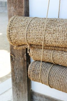 sisal rugs my weakness, pocketbooks,and sisal rugs Back To Nature, Beach Cottages, Natural Texture, Wabi Sabi, Decoration, Fiber, Neutral, Pure Products, Interior Design