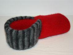 NYHETER - www.tilnytteogglede.com Slippers, Beanie, Knitting, Hats, Fashion, Fingerless Gloves, Moda, Tricot, Hat