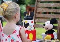 Le 16 juillet dernier avait lieu le deuxième anniversaire Mickey de Margaux. Déco, pâtisserie, tenue, cadeaux... Je reviens en détails sur sa jolie journée