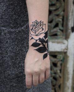 Dzieki Klaudia✌️ #rose#handtattoo#black#whiterose#bydgoszcz
