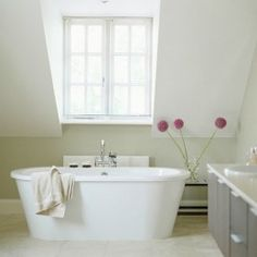 Contemporary ensuite bathroom