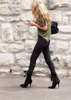 Short black boots, black leggings, colored tee