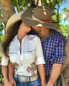 . . . Eu quero dormir e acordar com você. Sem preocupações, sem limitações, sem se exceder. Eu quero sentir que eu tenho você, e quero que… Cowboy Love, Cowboy Girl, Western Girl, Country Girl Style, Country Girls, My Style, Relationship Goals Pictures, Cute Relationships, Cute Couples Goals