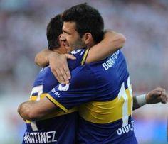 #Clàsico  6/10/13 Gigliotti se abraza a Martìnez que lo asistiò para el gol. En la ruta de Palermo - La Gaceta
