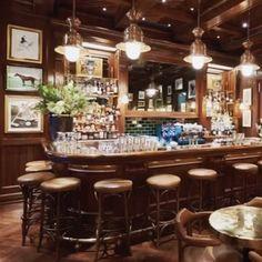 #인스타일왓츠나우     짠! 여기는 #랄프로렌(@ralphlauren) 이 런던에 새롭게 오픈한 랄프스 커피&바(Ralphs Coffee & Bar) 입니다. 시카고의 RL 레스토랑 파리의 Ralphs 뉴욕의 폴로 바(The Polo Bar)의 랄프스 커피에 이어 오픈한 이 곳은 리젠시 스트릿의 폴로 랄프 로렌 플래그십 스토어 바로 옆에 위치해 있답니다. 아메리칸 스타일에 유러피안의 감성을 더해 보다 우아한 분위기를 연출한 랄프스 커피 & 바는 랄프 로렌의 상징과도 같은 승마 관련 예술 작품도 가득해 먹거리와 볼거리도 가득하다고! 지금 런던으로의 여행을 계획하고 계신다면 go !!! p.s. 매주 월토요일은 오전 10시부터 오후 8시까지 일요일엔 오후 12시부터 6시까지!