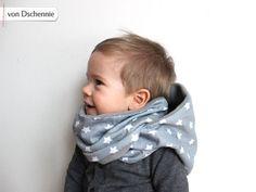 Superschöner Schlupfschal für kleine und große Kinder. Kapuzenschal aus schönem Sternenstoff / cozy hooded scarf for kids made by von Dschennie via DaWanda.com
