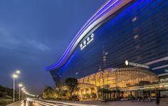 Hotel InterContinental Chengdu Global Center - Chengdu #HotelDirect info: HotelDirect.com Facade Lighting, Bar Lighting, Chengdu, Hotels And Resorts, Best Hotels, Building Elevation, W Hotel, Marina Bay Sands, Louvre